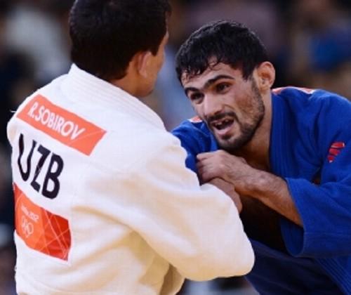 Russo medalha de ouro sem dente
