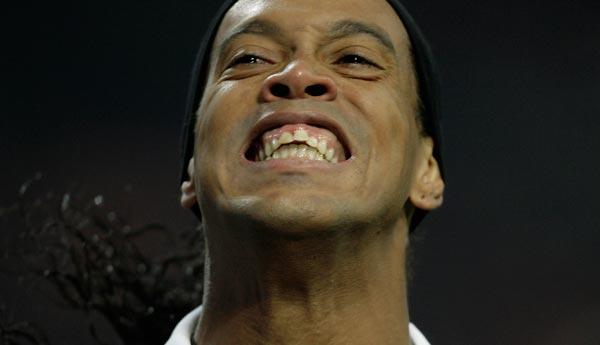 Os dentes novos de Ronaldinho Gaúcho